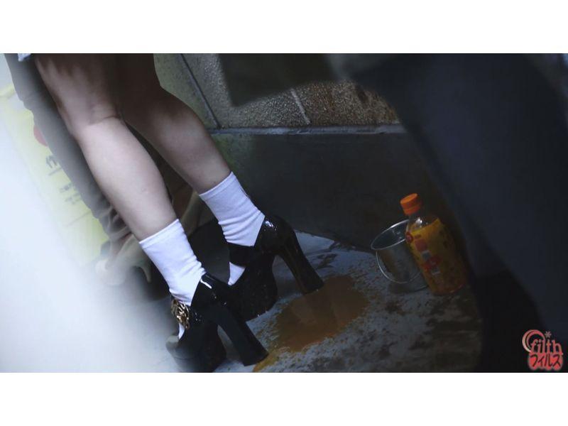 【排便盗撮】肛門括約筋がもう限界っ!トイレ順番待ち中に脱糞お漏らししてしまった女性たちw その2