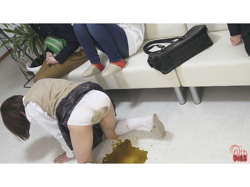 病院待合室で起こった悲しい失便 トイレまで辿り着けず大便お漏らし… その4