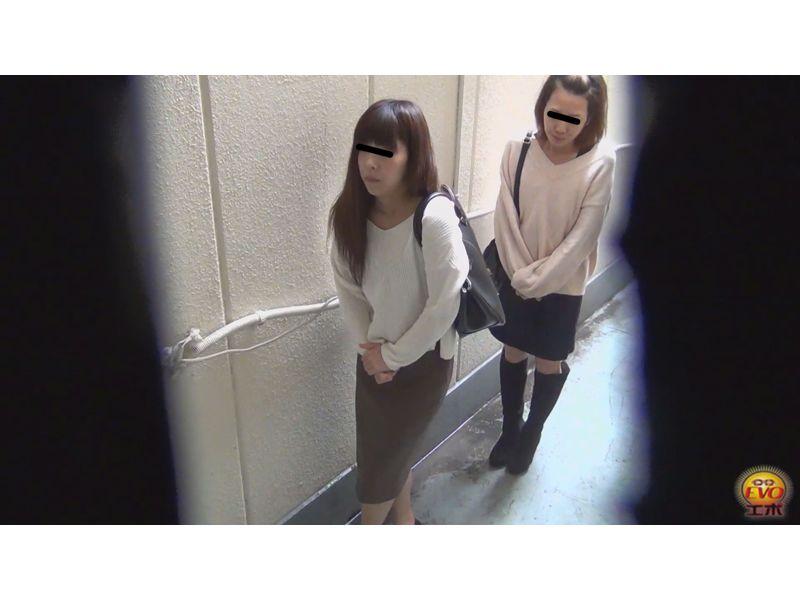 【排便盗撮】行列のできる街中公衆便所小便盗撮 その6