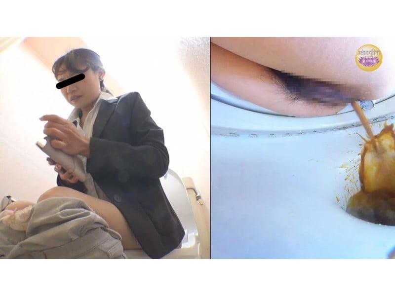 【排便盗撮】お腹イタイOLが給湯室横トイレで下痢便ぶっぱ! その9