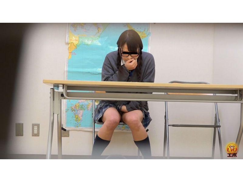 【排便盗撮】優等生JKたちが羞恥小便お漏らしした瞬間 その10