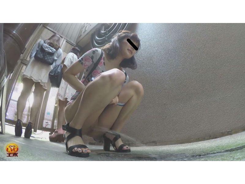 【排便盗撮】路地裏小便まとめ 周囲を気にしながらオシッコしーしー その11