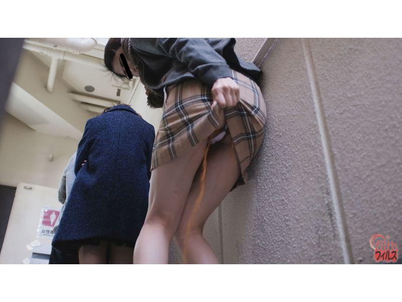 【排便盗撮】肛門括約筋がもう限界っ!トイレ順番待ち中に脱糞お漏らししてしまった女性たちw その12