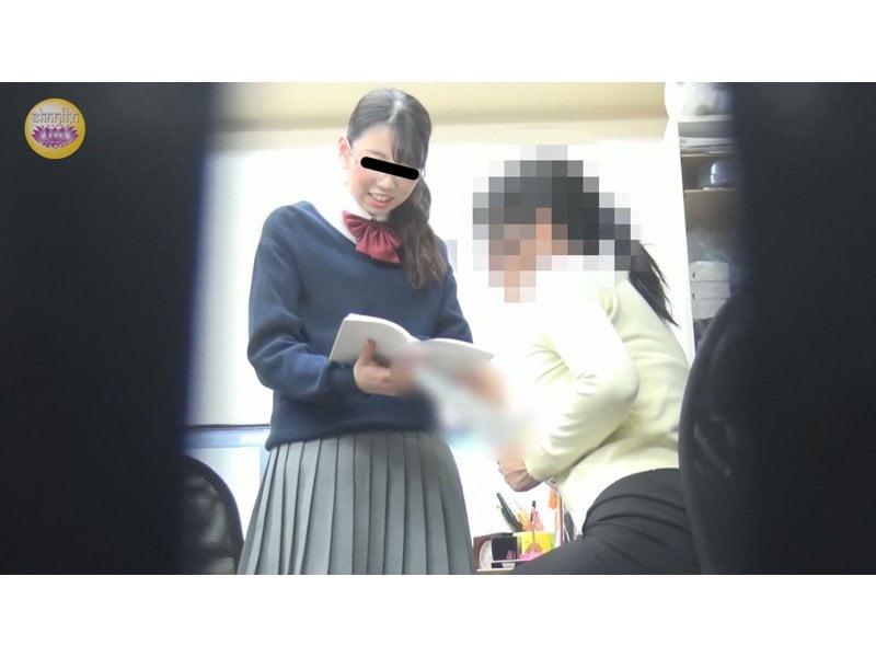 【排便盗撮】校内女子便所盗撮 浣腸で便秘解消する女子校生立ち その1