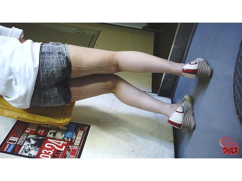 【排便盗撮】膀胱がもう限界っ!トイレ目前で小便全お漏らしの瞬間 その8