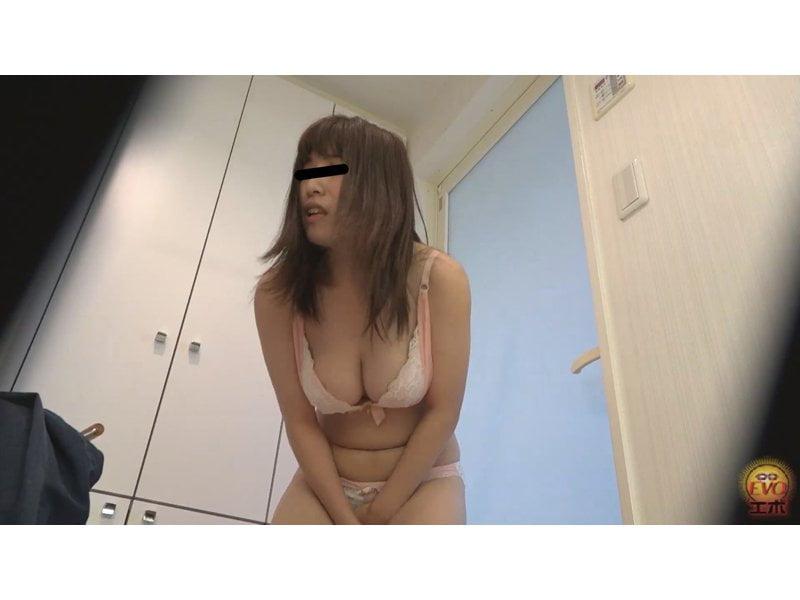 【小便】お風呂場で全裸放尿する女性まとめ その2