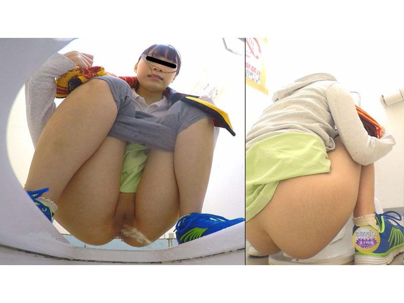 【排便盗撮】美しいジョガーたちのトイレ駆け込み小便 その3