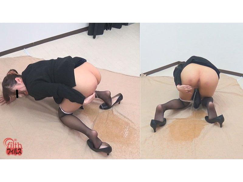 羞恥心と尿意の間で葛藤する素人娘のマン剥き小便観察 その3