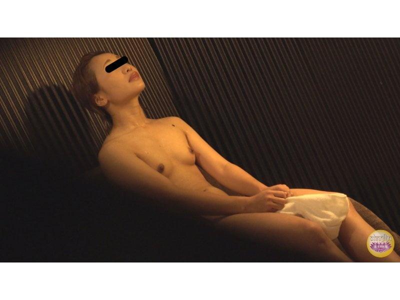 【排便盗撮】和式便所盗撮 全身汗だくビッチョンコ!汗かき女の全裸大便を隠し撮り その3