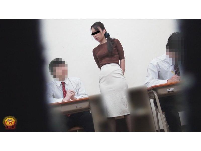 【排便盗撮】校内女子和式便所盗撮 女教師のオシッコ その4