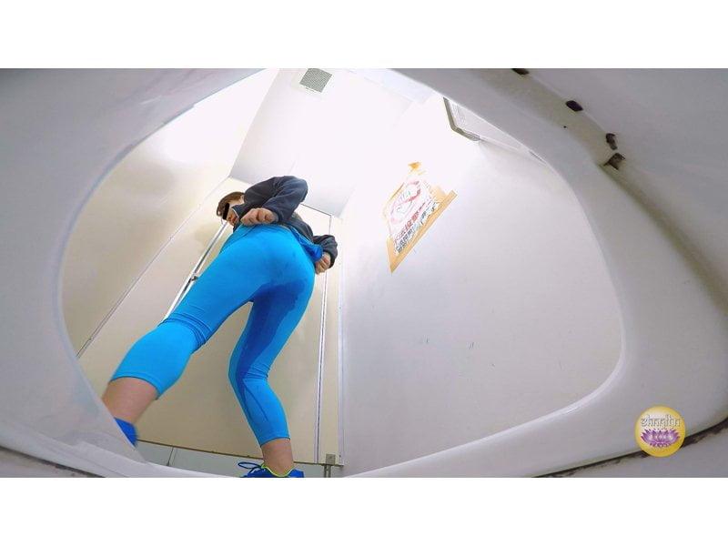【排便盗撮】美しいジョガーたちのトイレ駆け込み小便 その5