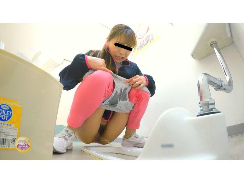 【排便盗撮】美しいジョガーたちのトイレ駆け込み小便 その8