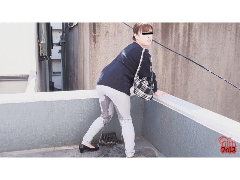 【排便盗撮】街中で小便お漏らしする膀胱パンパン女子たち その11