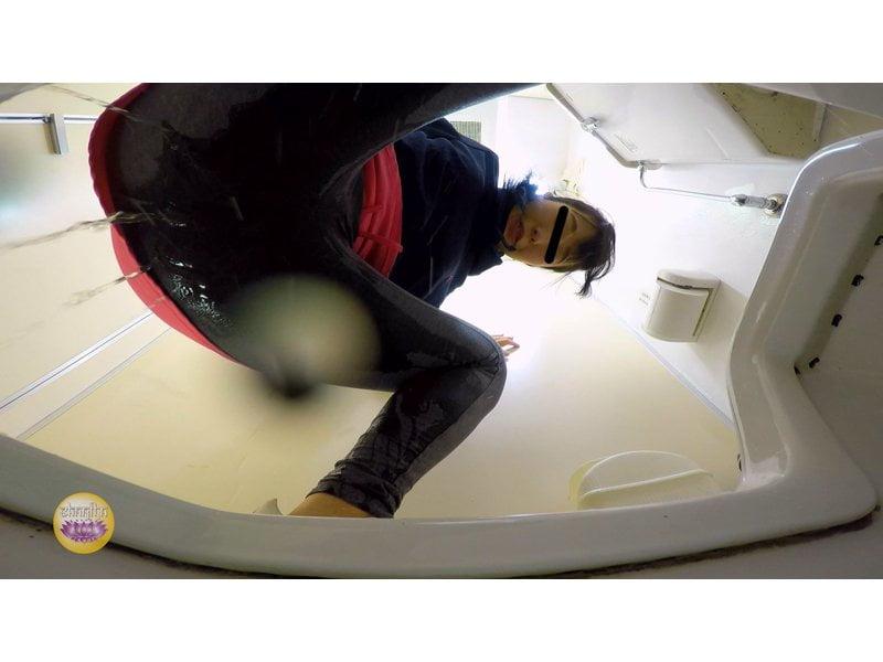 【排便盗撮】美しいジョガーたちのトイレ駆け込み小便 その12