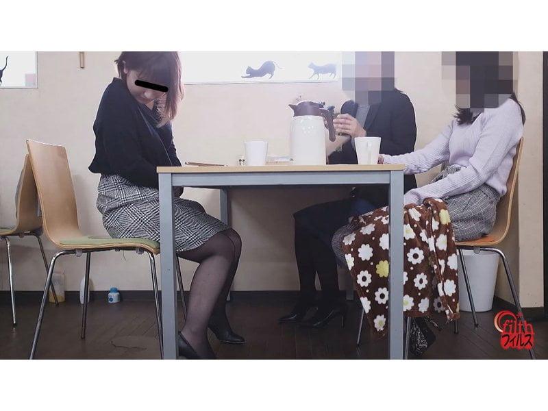 【排便盗撮】同僚OLの飲み物に利尿剤を混入して小便お漏らしさせる性悪OLの悪質イタズラ その2
