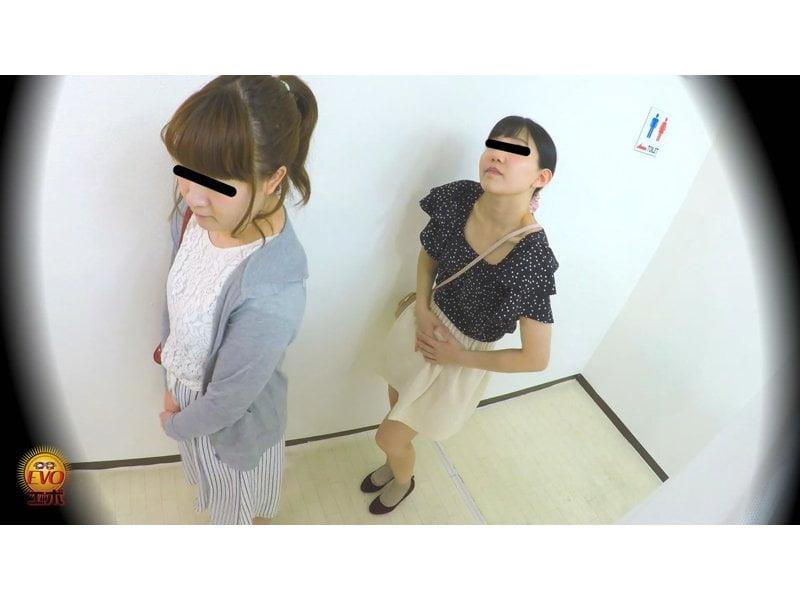【排便盗撮】和式便所小便隠し撮り 行列のできる公衆トイレで女子のオシッコを撮りまくり! その5
