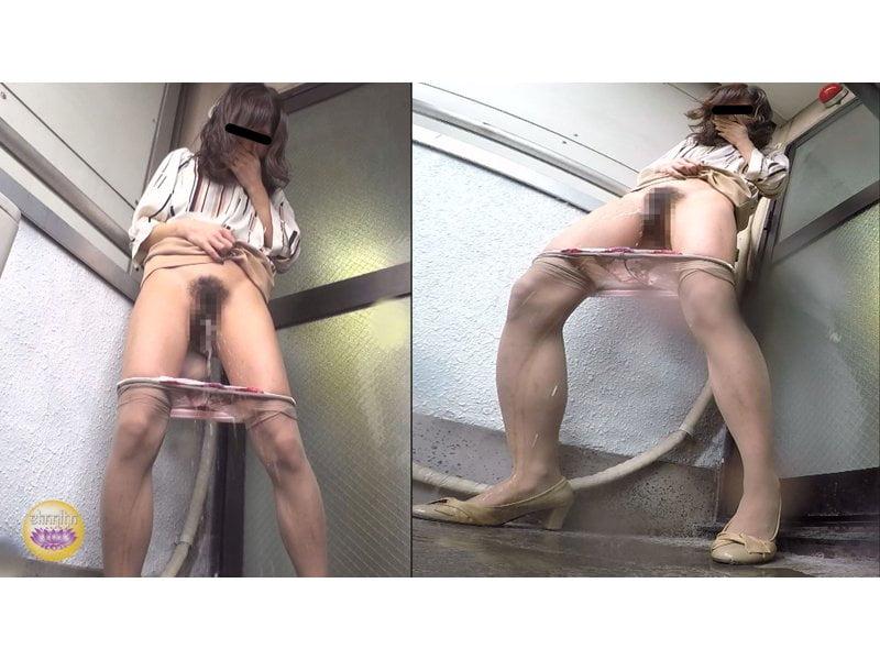 【排便盗撮】トイレが空くまでもう持たないっ!膀胱パンパンOLの緊急避難小便 その6