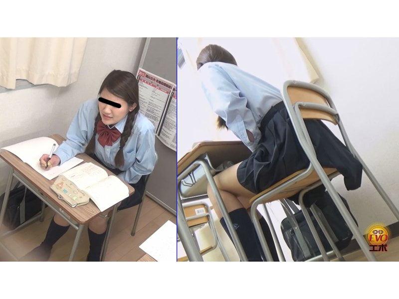 【排便盗撮】授業の真っ最中に膀胱が決壊… 女子校生小便お漏らしの瞬間 その10