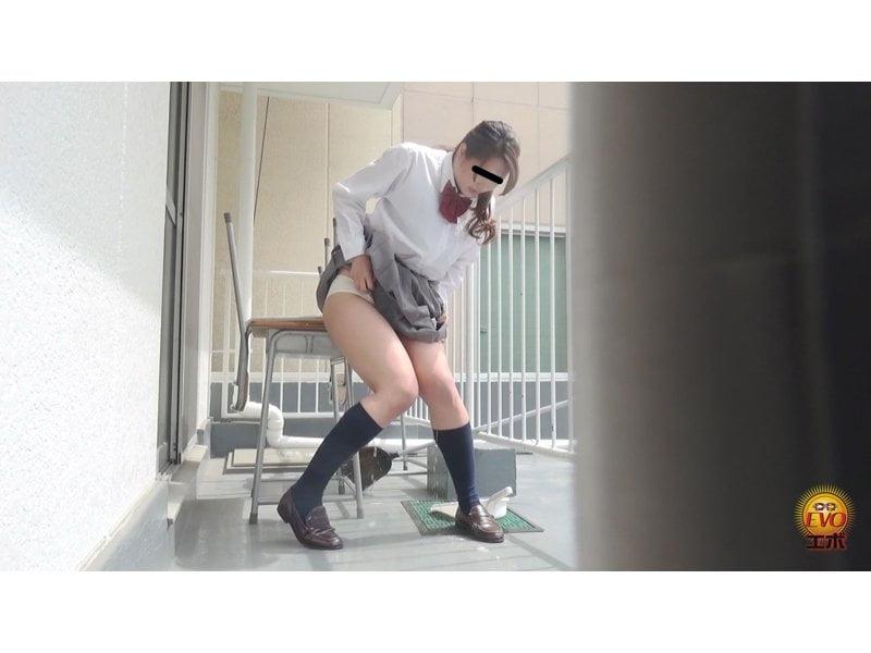 【排便盗撮】トイレに行く前にパンパン膀胱がパンク…!ハプニング小便お漏らしの瞬間 その9