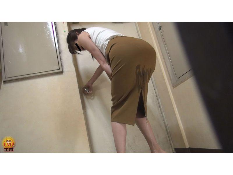 【排便盗撮】真夏の失禁エピソード スカートが小便でびっちょんこ! その10