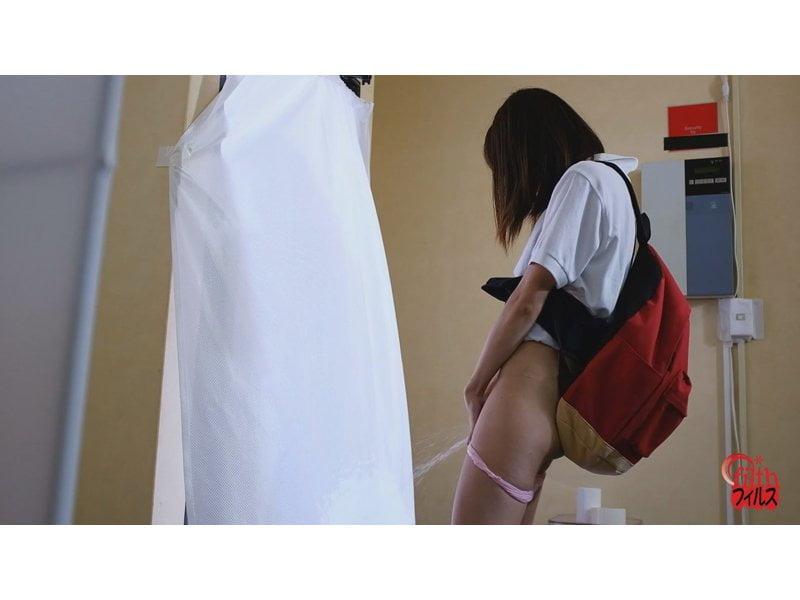 綺麗なモノを汚して感じるエクスタシー☆純白カーテンに立ち小便ぶっかけ その11