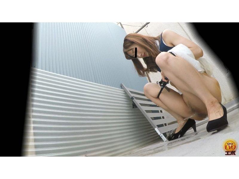 【排便盗撮】清楚系の女の子からギャルまで路地裏野ション盗撮まとめ【小便】 その3