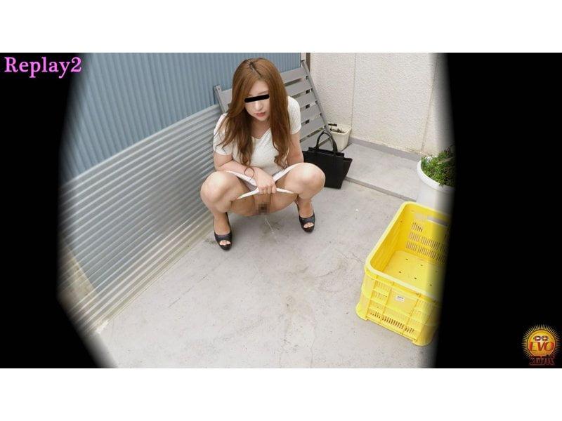 【排便盗撮】清楚系の女の子からギャルまで路地裏野ション盗撮まとめ【小便】 その4
