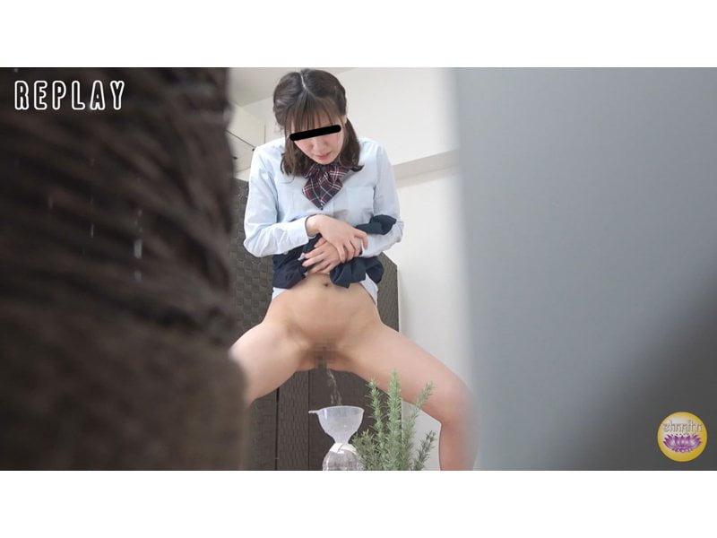 【排便盗撮】お金のために小便を売るブルセラ女子校生たちの採尿風景 その12