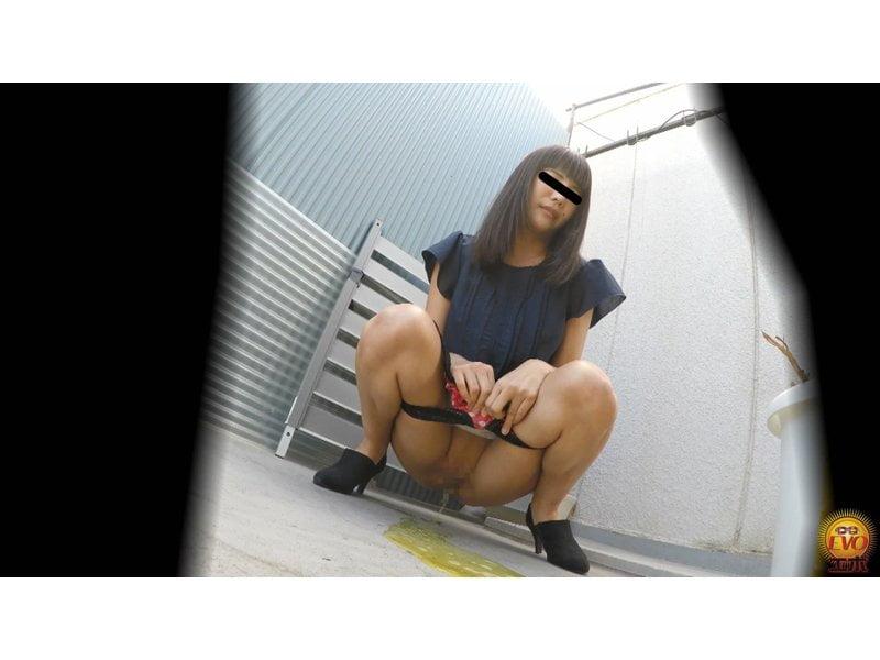 【排便盗撮】清楚系の女の子からギャルまで路地裏野ション盗撮まとめ【小便】 その10