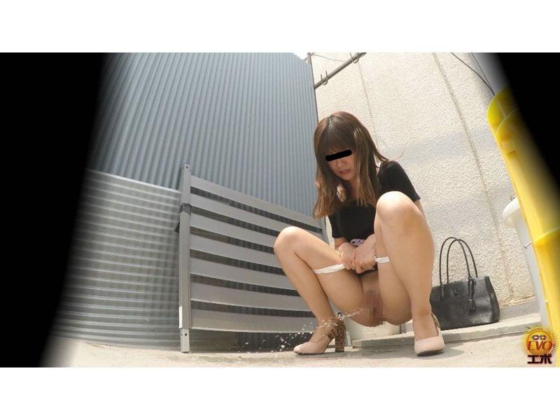 【排便盗撮】清楚系の女の子からギャルまで路地裏野ション盗撮まとめ【小便】 その11