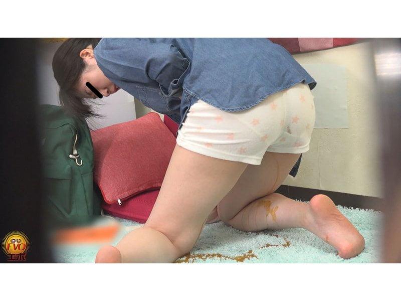 【排便盗撮】和式便所盗撮 水糞ブシャー!女子寮生たちの下痢便を隠し撮り その11