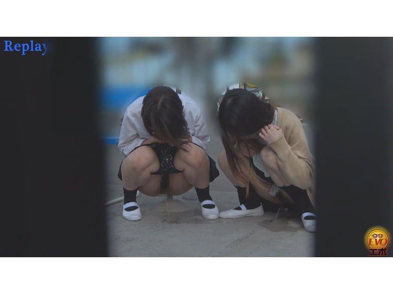 【排便盗撮】誰も来ないウチにコッソリ…女子校生たちの青空野小便を隠し撮り その20