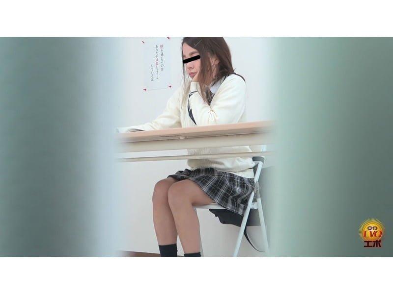 【排便盗撮】女子校生駆け込み小便 パンパン膀胱から放たれる長~~~~~~いオシッコ その22