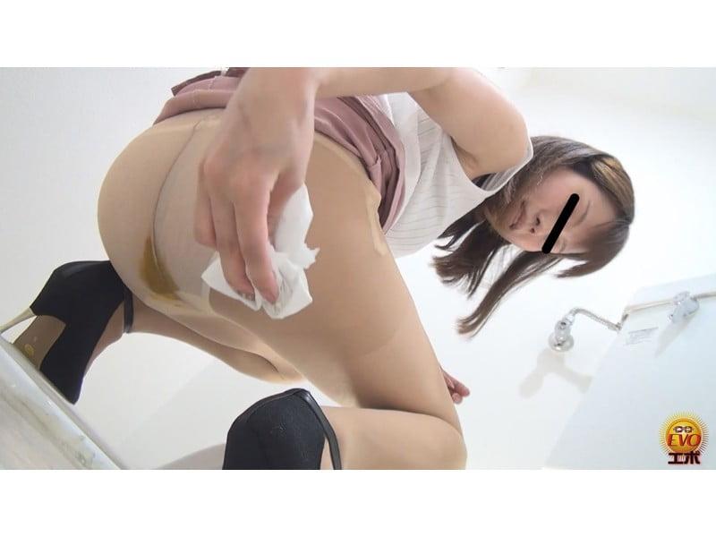 【排便盗撮】和式便所大便盗撮 女教師のおならと失便 その5