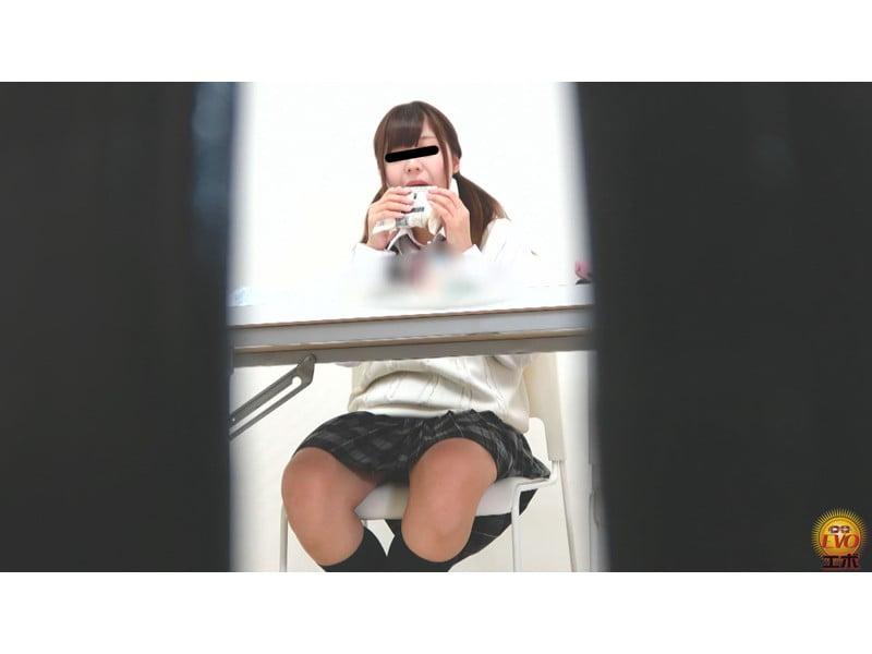 【排便盗撮】学習塾和式便所小便盗撮 静かな個室トイレに響いた女子校生のおならと爆尿 その6