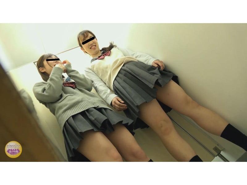 【排便盗撮】ガニ股でジョンジョロリン!女子校生の立ち小便隠撮 その10