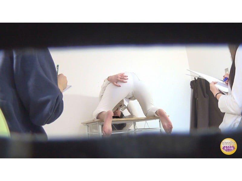 【排便盗撮】肛門括約筋がもう限界っ!デッサンモデルたちの羞恥下痢便お漏らしの瞬間 その12