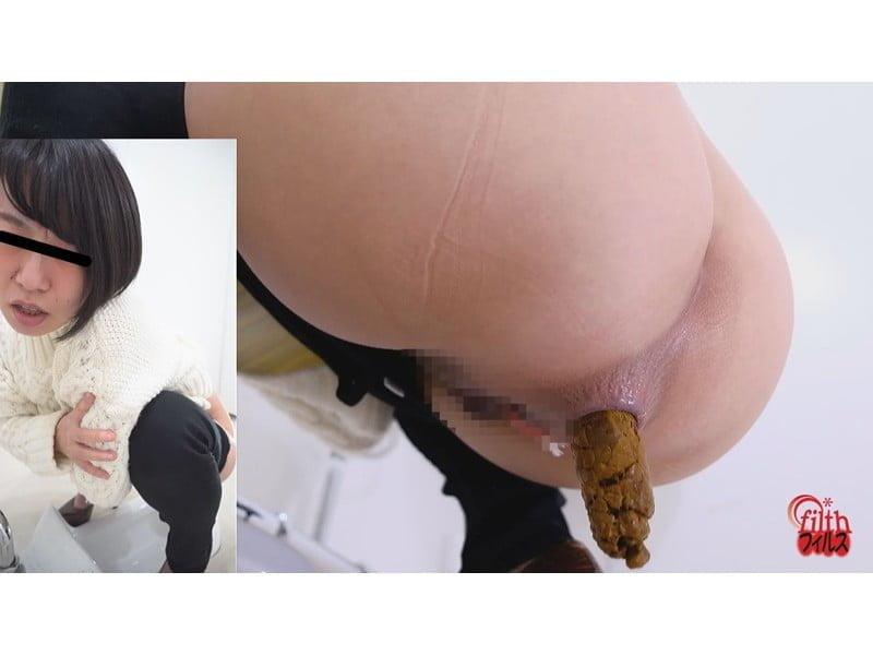 【排便盗撮】黒スキニー美女限定!和式便所大便盗撮 その13