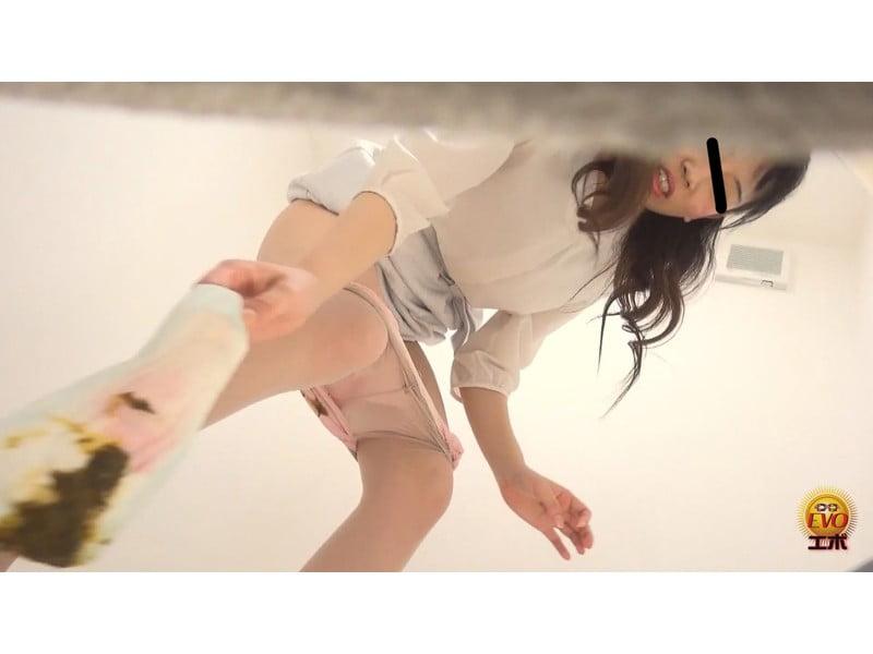 【排便盗撮】和式便所大便盗撮 女教師のおならと失便 その14
