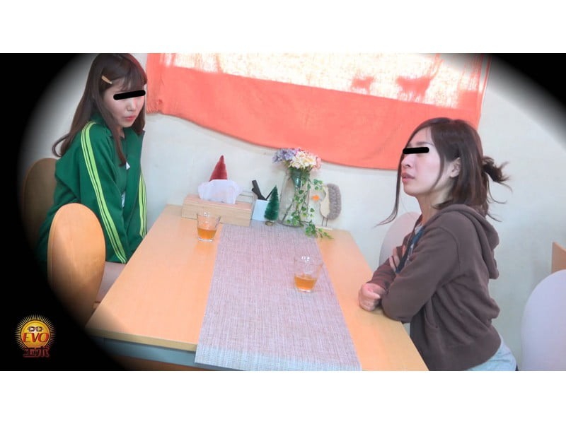 【排便盗撮】女子大生の寝起きおしっこ 一晩溜まりに溜まった朝イチ尿が一気にブッシャー! その15