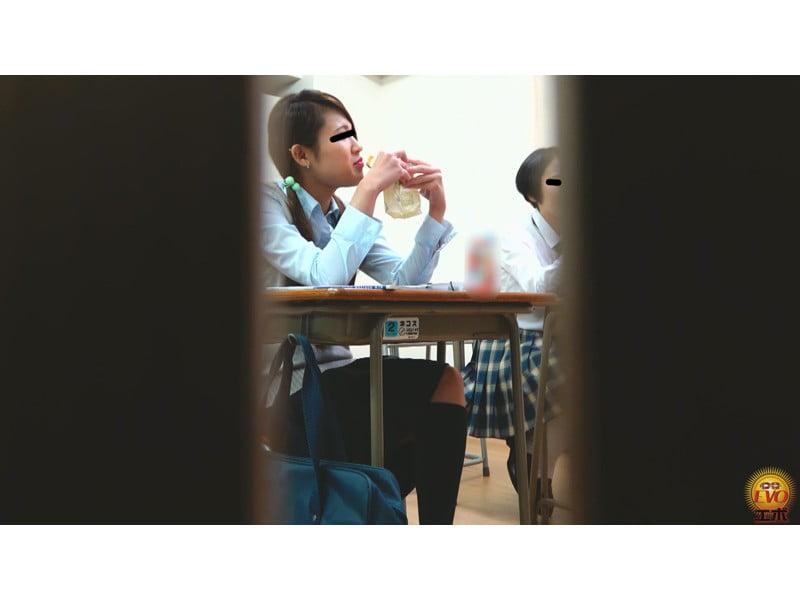 【排便盗撮】学習塾和式便所小便盗撮 静かな個室トイレに響いた女子校生のおならと爆尿 その15
