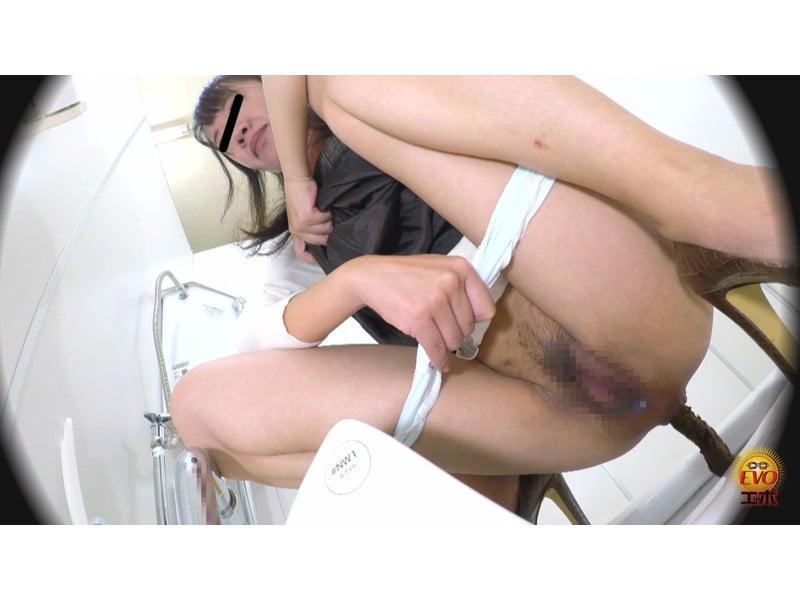 【排便盗撮】和式便所大便盗撮 ウンチと一緒にマン汁とろり…レア排泄動画まとめ その23