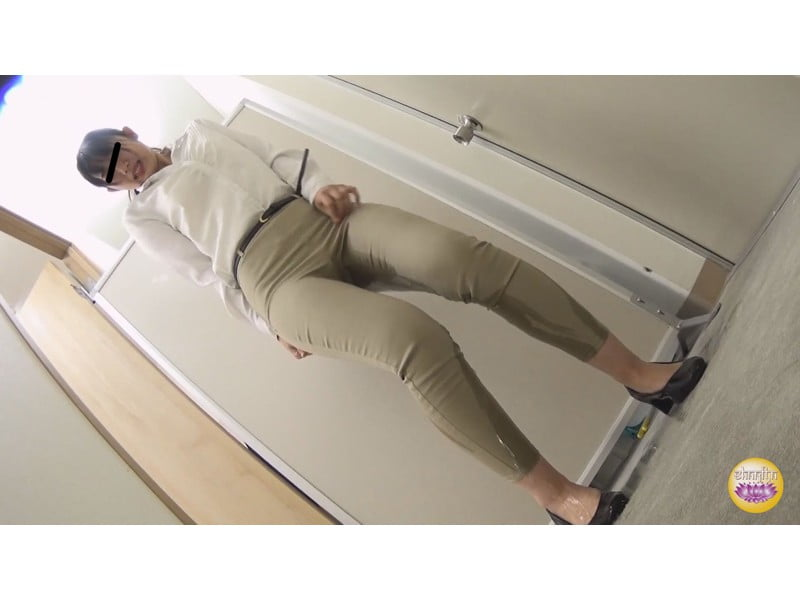 【排便盗撮】社内悪質パワハラの一部始終 後輩OLトイレ締め出し失禁 その1