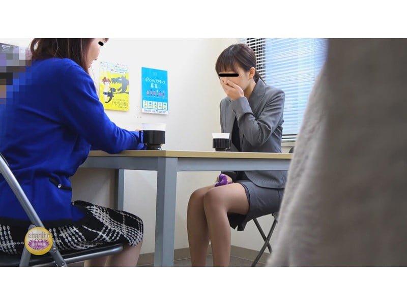 【排便盗撮】一生残る黒歴史w三者面談中の女教師小便おもらし その5