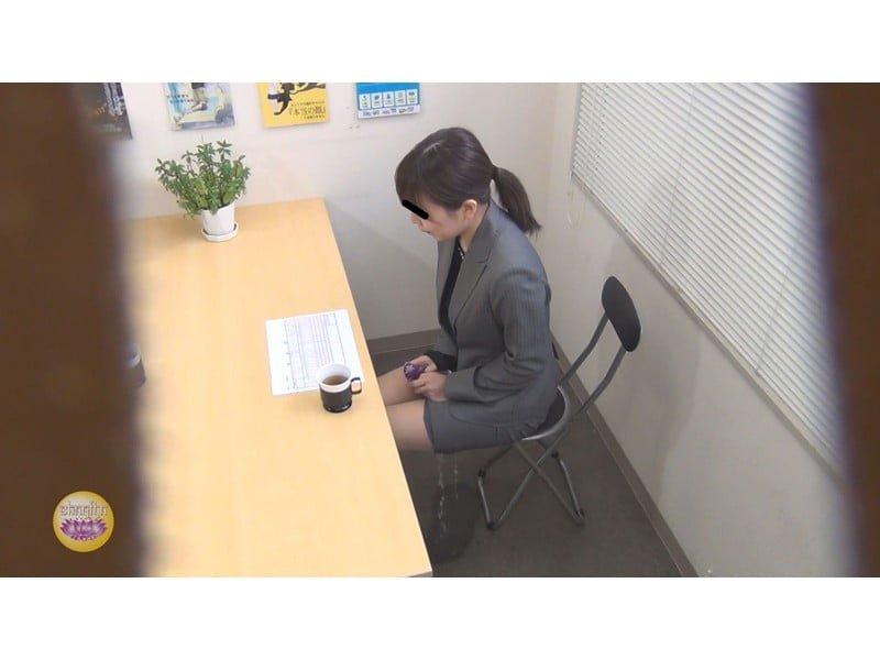 【排便盗撮】一生残る黒歴史w三者面談中の女教師小便おもらし その6