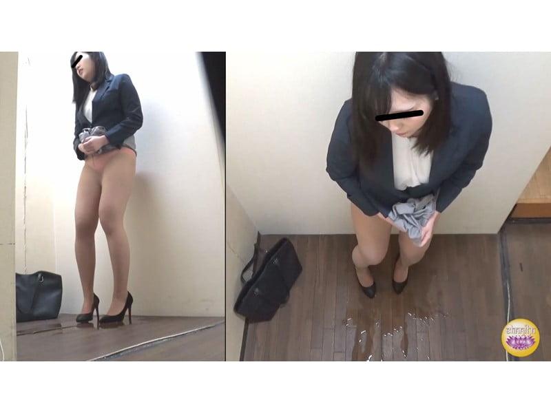 【排便盗撮】社内悪質パワハラの一部始終 後輩OLトイレ締め出し失禁 その6