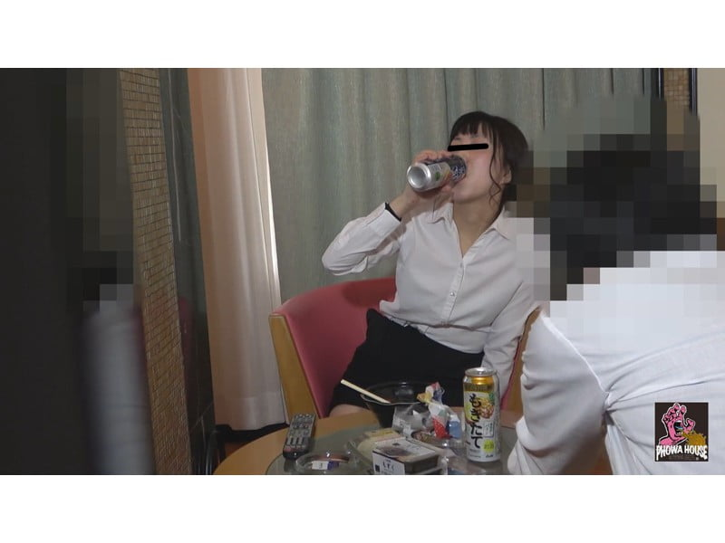 酔わせた女友達を強制ゲロ誘導 その7