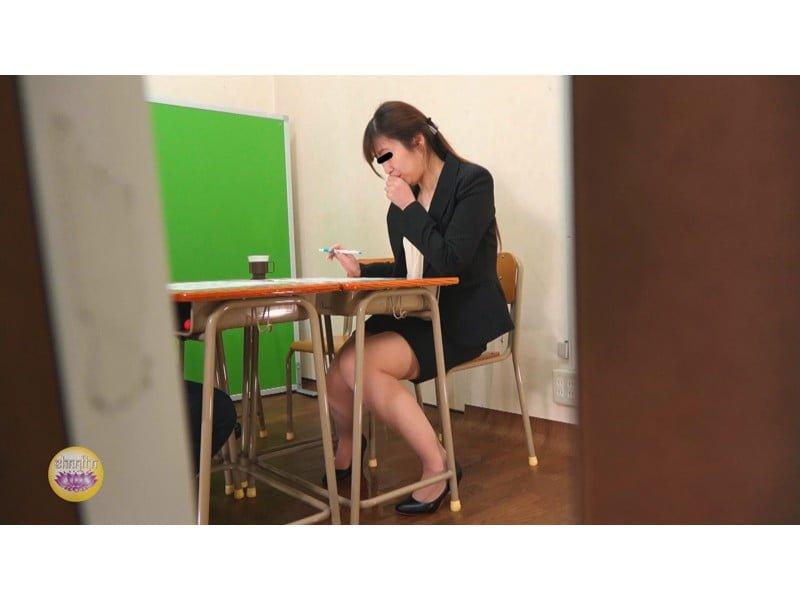 【排便盗撮】一生残る黒歴史w三者面談中の女教師小便おもらし その8