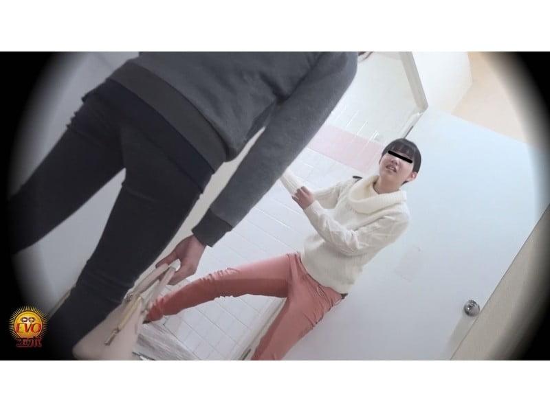 【排便盗撮】ギリギリアウト!トイレ前小便お漏らし その10