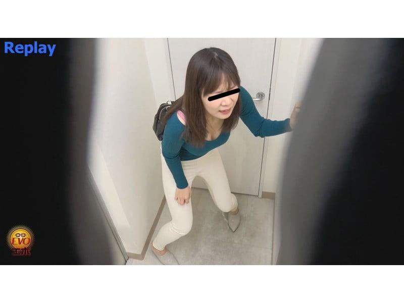 【排便盗撮】ギリギリアウト!トイレ前小便お漏らし その17